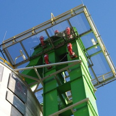 Bucket elevator with HRD cylinders